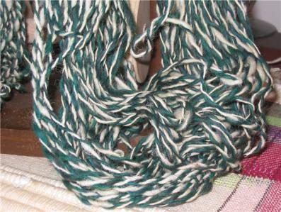 Détail d'un échevau de laine avec faible retors  - Low twist wool skein detail